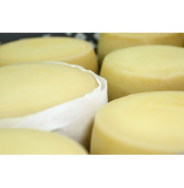 Smoked and Ripened cow's milk cheese - 300gr